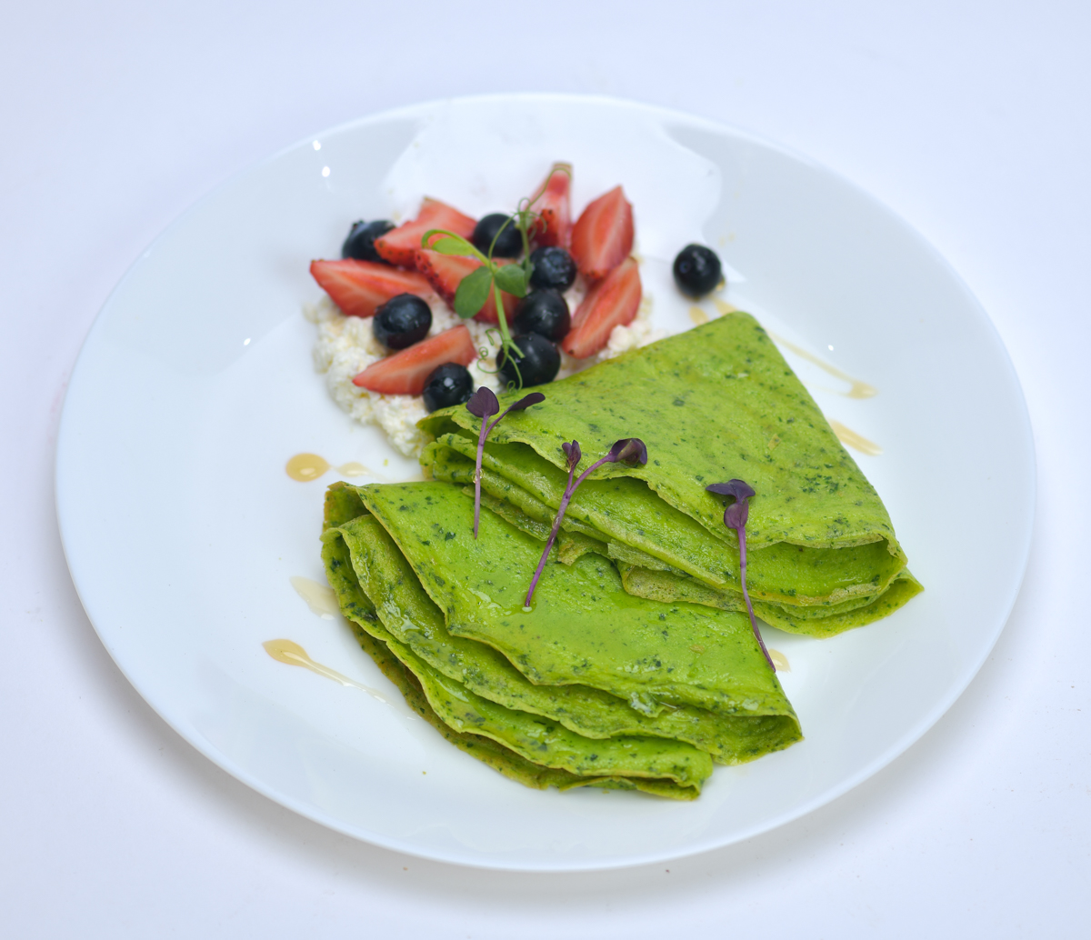 Spinach Omelete with Berries